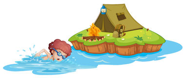 En pojke som går till campingplatsen Arkivfoto
