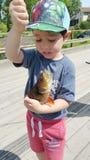 En pojke tycker om att fiska Royaltyfria Bilder