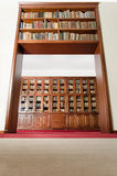 En port av böcker - låg vinkel royaltyfri foto