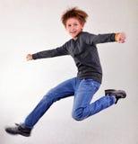 En portret die van kind springen dansen stock fotografie