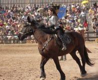 En prinsessa på hästrygg på den Arizona renässansfestivalen Royaltyfri Bild