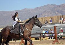 En prinsessa på hästrygg på den Arizona renässansfestivalen Arkivfoton