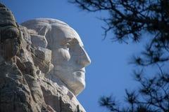 En profilsikt av framsidan för George Washington ` s på Mount Rushmore i South Dakota Royaltyfri Bild