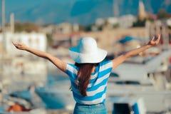 En puerto de mirada turístico feliz de la señal el vacaciones de verano Fotografía de archivo libre de regalías