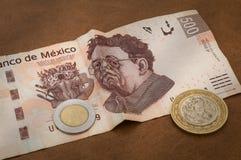 En räkning för 500 mexikanska pesos verkar för att vara ledsen Arkivbild