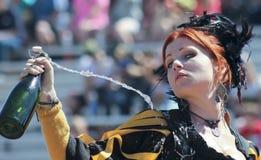 En röd Haired Wench på den Arizona renässansfestivalen Arkivfoto