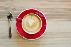 En röd kopp av varmt kaffe Royaltyfri Foto
