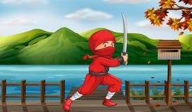 En röd ninja bredvid träbrevlådan Arkivbilder