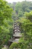 En rad av hus i skogen Fotografering för Bildbyråer