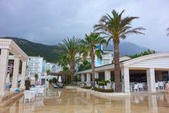 En regnig dag i en härlig semesterort Fotografering för Bildbyråer