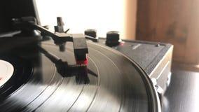 En rekord- vinylspelare lager videofilmer