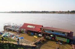En restaurang på Mekong River i Nong Khai City, Thailand, Asien royaltyfri fotografi