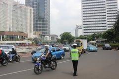 En rikta trafik för polis Royaltyfri Bild