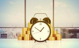 En ringklocka och guld- mynt är på tabellen i ett modernt panorama- kontor i New York City stock illustrationer