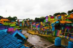 En riveron Jodipan den Colorize byn Royaltyfri Bild