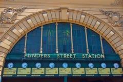 Flindersgatajärnvägen posterar, Melbourne, Australien Arkivfoton