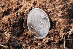 En rubel på jordningen arkivfoto