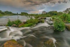 En rulle på sörjafloden Fotografering för Bildbyråer