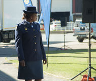 En söder - afrikansk poliskvinna som bär en hatt Royaltyfria Bilder