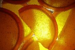 En söt efterrätt Marmeladskivor och gelébönor Stycken av söta lobules Royaltyfri Bild
