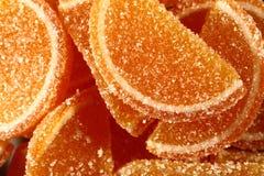 En söt efterrätt Marmeladskivor och gelébönor Stycken av söta lobules Arkivbild