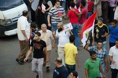 En Salfist som visar mot presidenten Morsi Royaltyfria Bilder