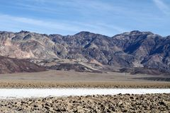 En salt liten vik och en sculpted mud/Death Valley Royaltyfri Bild