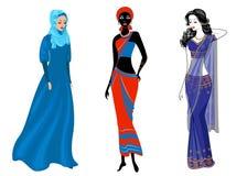 En samling av h?rliga damer Ett muslimskt, en afrikansk amerikanflicka och en indisk kvinna Nationell kl?der st?ll in vektorn stock illustrationer