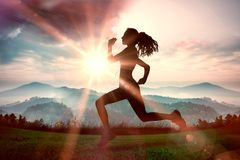 En sammansatt bild av den fulla längden av sunt jogga för kvinna arkivfoto