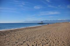 En sandig strand i Antalya Arkivfoton