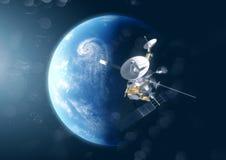 En satellit ovanför planetjorden royaltyfri bild