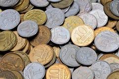 En scatter av mynt 1, 5, 10 ryska kopecks Fotografering för Bildbyråer