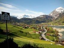En scenisk drevrutt från Lucerne till Interlaken i Schweiz Royaltyfri Foto