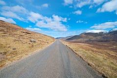 En scenisk huvudväg Royaltyfri Fotografi