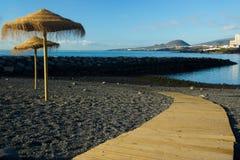 En scenisk sikt av den svarta stranden av Las Caletillas i Tenerife, Spanien arkivfoton