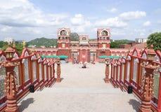 En scenisk sikt av en färgglad filmuppsättning i den Ramoji filmstaden, Hyderabad Royaltyfria Foton