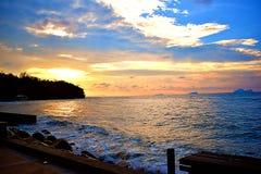 En scenisk sikt av havet på Damai centrala Kuching, Sarawak royaltyfri fotografi