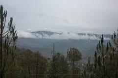 En scenisk sikt från Almora, Kumaun, Indien royaltyfri bild