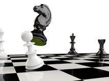 En schackbräde med en häst, en pantsätta, en råka och två konungar Royaltyfri Bild