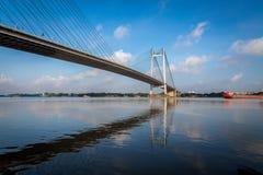 En second lieu pont de rivière de Hooghly - le plus long câble est resté le pont dans l'Inde Photographie stock libre de droits