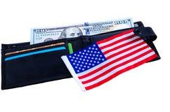 En sedel hundra dollar, svart handväska och en amerikanska flaggan Royaltyfria Foton