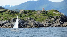 En segelbåt i Skrova, Lofoten Fotografering för Bildbyråer