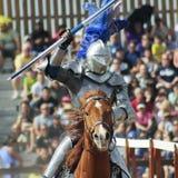 En segerrik riddare på den Arizona renässansfestivalen Royaltyfri Fotografi