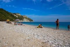 En septiembre de 2015 Playa de Mezzavalle cerca de Ancona en la región de Marche Fotografía de archivo