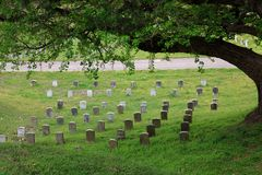 En Serene Setting på en U S Nationell kyrkogård Arkivfoton