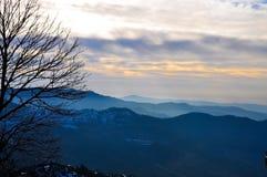 En serie av bergen Arkivbilder