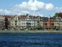 En serie av slottar nära sjön Bodensee i staden av Konstanz arkivbild