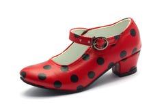 En Sevillian shoeRed sko för flamenco dans med svarta prickar Arkivbilder