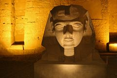 En sfinx i den Luxor templet i Egpyt Royaltyfria Foton