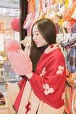 En shoppingflicka Royaltyfri Bild